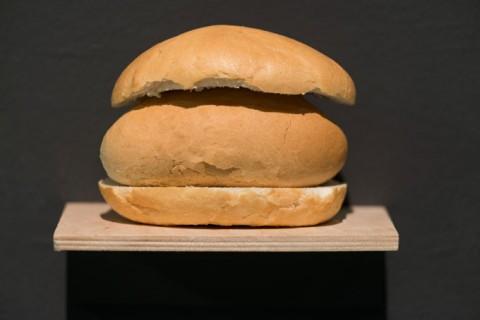 Wilfredo Prieto, Pan con Pan (Bread with Bread), 2011. Photo Bartosz Górka