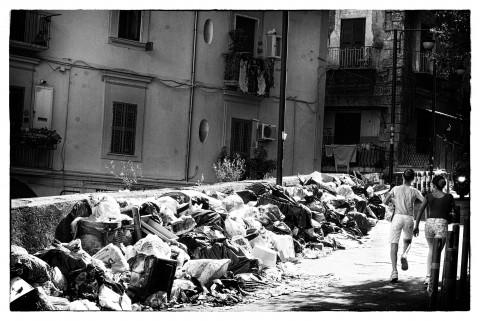 Napoli, degrado ai Quartieri Spagnoli