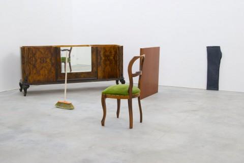 Francesco Arena – 92 centimetri su oggetti (la ringhiera di Pinelli), 2009. Foto Massimo Valicchia. Courtesy Galleria Monitor – Roma