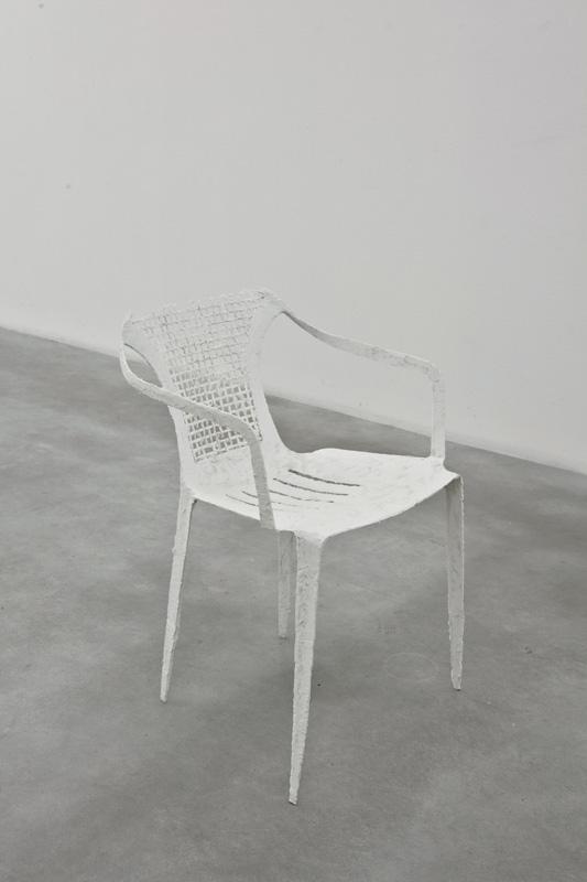 Giulia Cenci, Almost invisible #5, 2014 plastic, cm 68 x 50 x 50