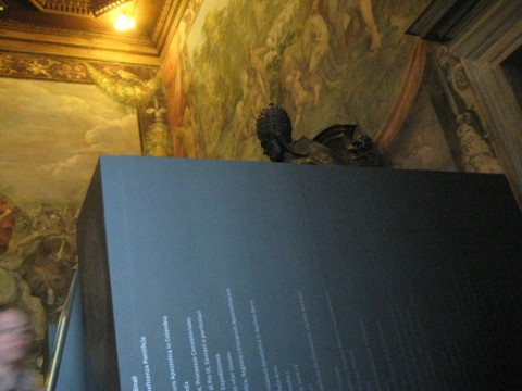 L'Innocenzo X di Algardi ingabbiato (Lux in Arcana, 2012)