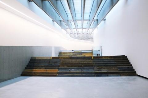 Cevdet Erek – A Room of Rhythms – Curva, 2014. Veduta dell'installazione al MAXXI, Roma. Foto Giorgia Romiti, courtesy Fondazione MAXXI