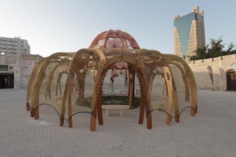 Ernesto Neto, installazione per la Biennale di Sharjah 2013 - courtesy of Sharjah Art Foundation - Photo by Alfredo Rubio