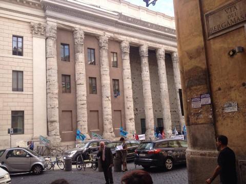 Piazza di Pietra, a Roma