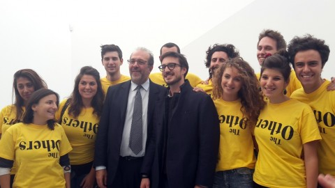 L'assessore Maurizio Braccialarghe, Andrea Casiraghi e lo staff di The Others