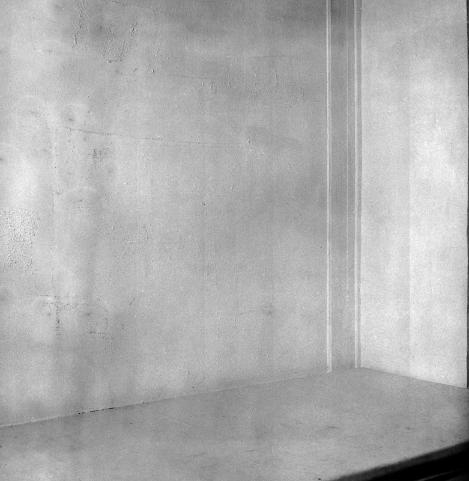 Yves Klein, La Spécialisation de la sensibilité à l'état matière première en sensibilité picturale stabilisée (Le vide). Galerie Iris Clert, Paris, 28 avril-12 mai 1958