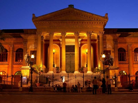 Il Teatro Massimo di Palermo, tra i monumenti adottati dalle scuole di Palermo, restituito alla città del 1997, dopo 20 anni di chiusura