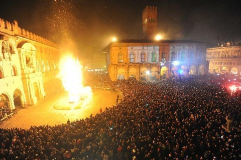 Il falò del Vecchione, a Bologna