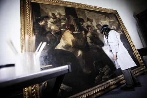 La tela di Luca Giordano in restauro - foto Ansa