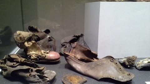 Scarpe in pelle rinvenute nella zona archeologica. Prima del 1942-43