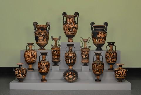 Tredici vasi funerari, Ceglie del Campo, Puglia, 375-310 a.C., terracotta, Antikensammlung, Staatliche Museen zu Berlin