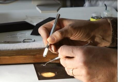 04 - Adesivo sui lembi lacerati della tela- restauro di un Monet alla National Gallery di Dublino