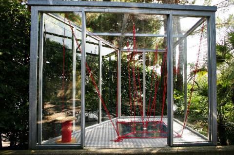 Alex Dorici, Installation Rope. 204 metri, 2014, corda rossa, dimensioni variabili, © Courtesy Buchmann Galerie Agra-Lugano and the artist; foto Cesare De Vita