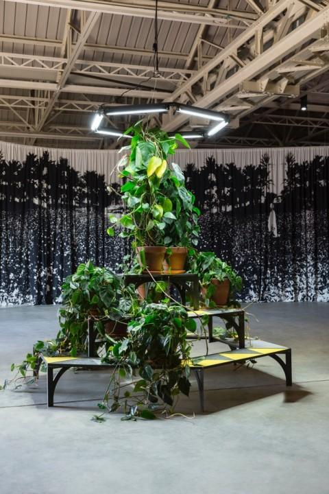 Céline Condorelli - bau bau - veduta della mostra presso HangarBicocca, Milano, 2014 - photo Agostino Osio - courtesy Fondazione HangarBicocca, Milano - 2