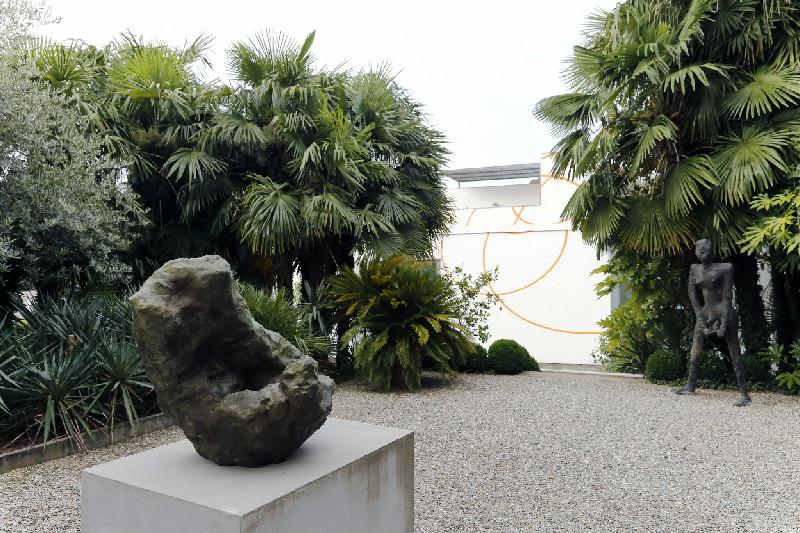 Da sinistra a destra William Tucker, Felice Varini, Martin Disler, ©Courtesy Buchmann Galerie Agra-Lugano and the artists; foto Rémy Steinegger