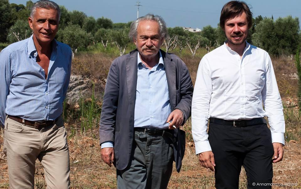 Jannis Kounellis tra Giacomo Zaza e Oscar Marzo Vetrugno - photo Annamaria La Mastra