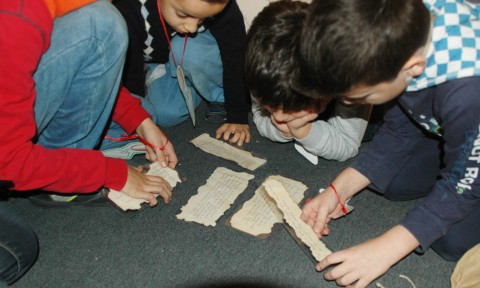 MANN - bambini ricostruiscono i papiri