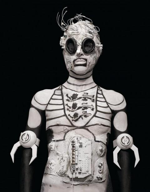 Marco Bolognesi, Astolfo. I personaggi dell'assedio di Parigi nell'Orlando Furioso, 2014, body painting e collage, stampe lambda su dibond, cm 110 x 80