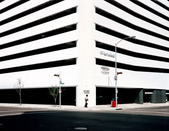 Wim Wenders, Entrance, Houston, Texas, 1983 - Wim Wenders, Wenders Images, Verlag der Autoren