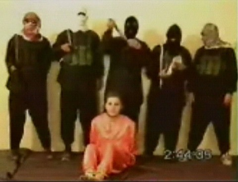 frame dal video della decapitazione di Nick Berg, 2004