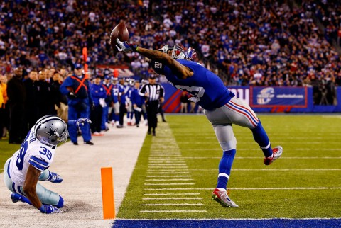 Al Bello (USA) - Getty Images, La presa di Beckham durante il match tra Dallas Cowboys e New York Giants, il 23 novembre 2014