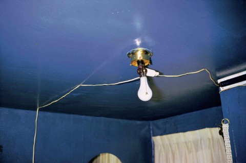 William Eggleston, Untitled [Blue ceiling], 1970-1973 © William Eggleston, Courtesy Eggleston Artistic Trust