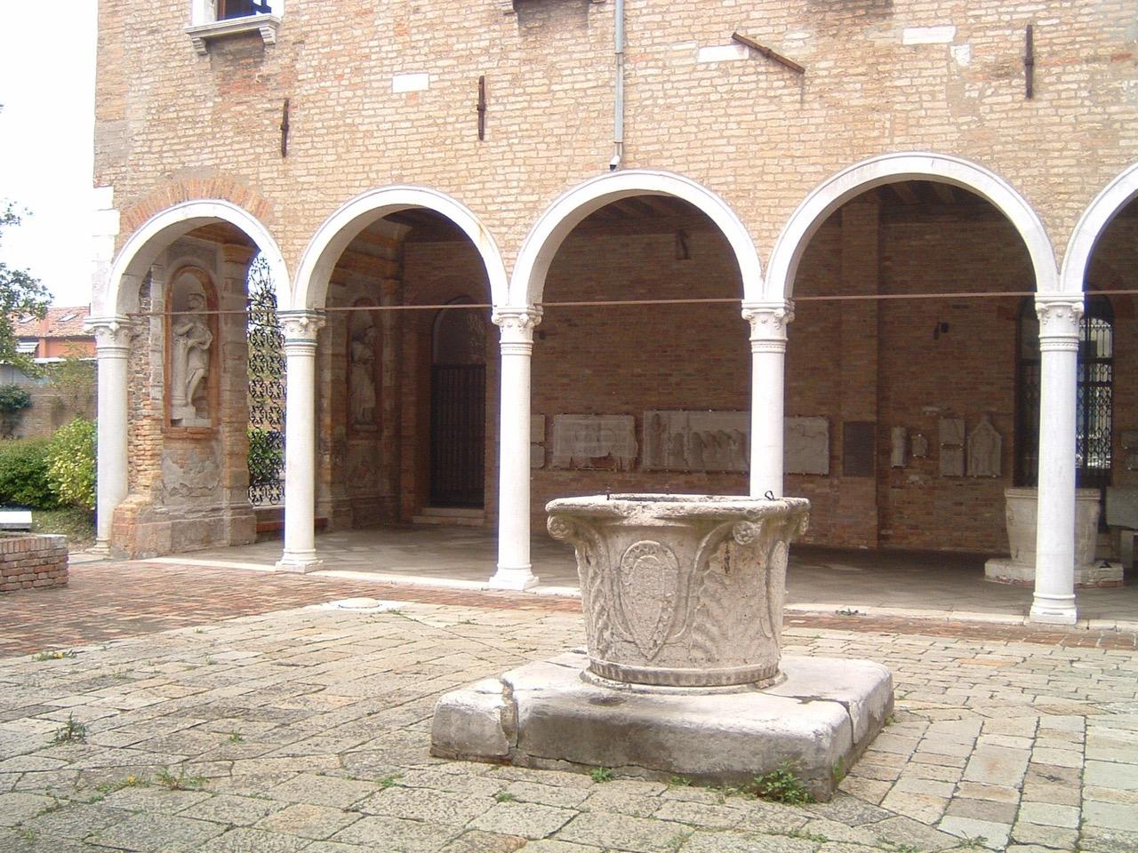 Museo Del Vetro Murano.Cortile Del Palazzo Murano Museo Del Vetro Artribune