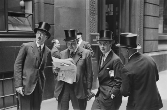 Emil Otto Hoppé, Rendezvous at the London Stock Exchange, 1937, England, Vintage gelatin silver print, © E.O. Hoppé Estate Collection / Curatorial Assistance