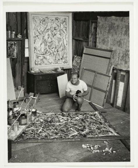 Jackson Pollock nel suo studio, 1947 ca. – photo Herbert Matter - Jackson Pollock and Lee Krasner papers, Archives of American Art, Smithsonian Institution