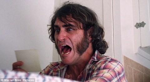 Joaquin Phoenix in Vizio di forma