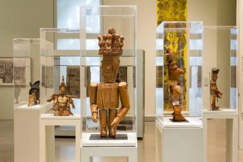 LaM – Lille Métropole Musée d'art moderne, d'art contemporain et d'art brut, Villeneuve d'Ascq – sullo sfondo opere di Auguste Forestier - photo N. Dewitte : LaM