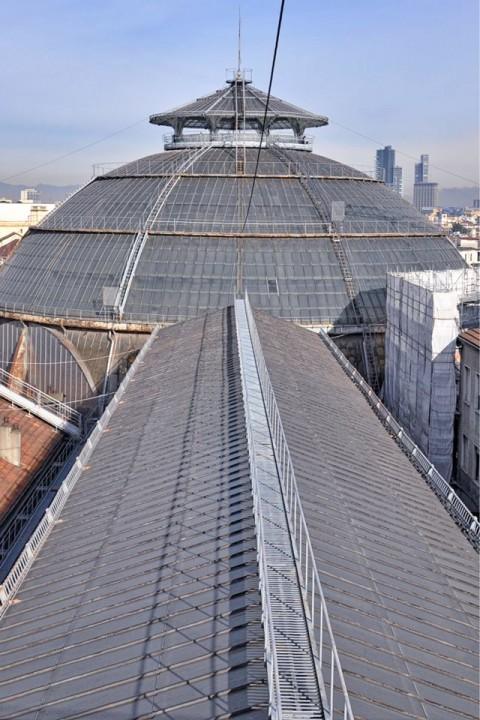 Passerella sui tetti della Galleria Vittorio Emanuele a Milano