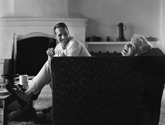 Paul Newman and Joanne Woodward at their Beverly Hills home in 1958 - © Sid Avery : mptvimages.com