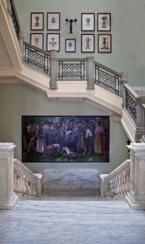 Scalone della Vittoria. Al centro Giulio Marchetti, L'Annegato, 1925. In alto Giovan Battista Piranesi, 9 acqueforti. Foto Robert Pettena