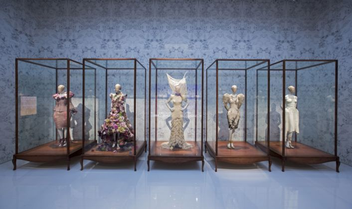 Alexander McQueen Savage Beauty at the V&A (foto Victoria and Albert Museum, Londra)