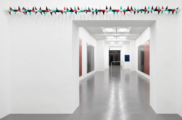 Claire Fontaine, Untitled (Rotary spike, Noir profond, Blanc, Rouge pouilly, Vert ramin) - courtesy of the artist and T293, Napoli-Roma - photo Roberto Apa