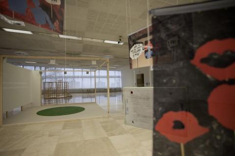 Fiery Greetings - veduta della mostra presso il Museo di Storia Jugoslava, Belgrado 2015