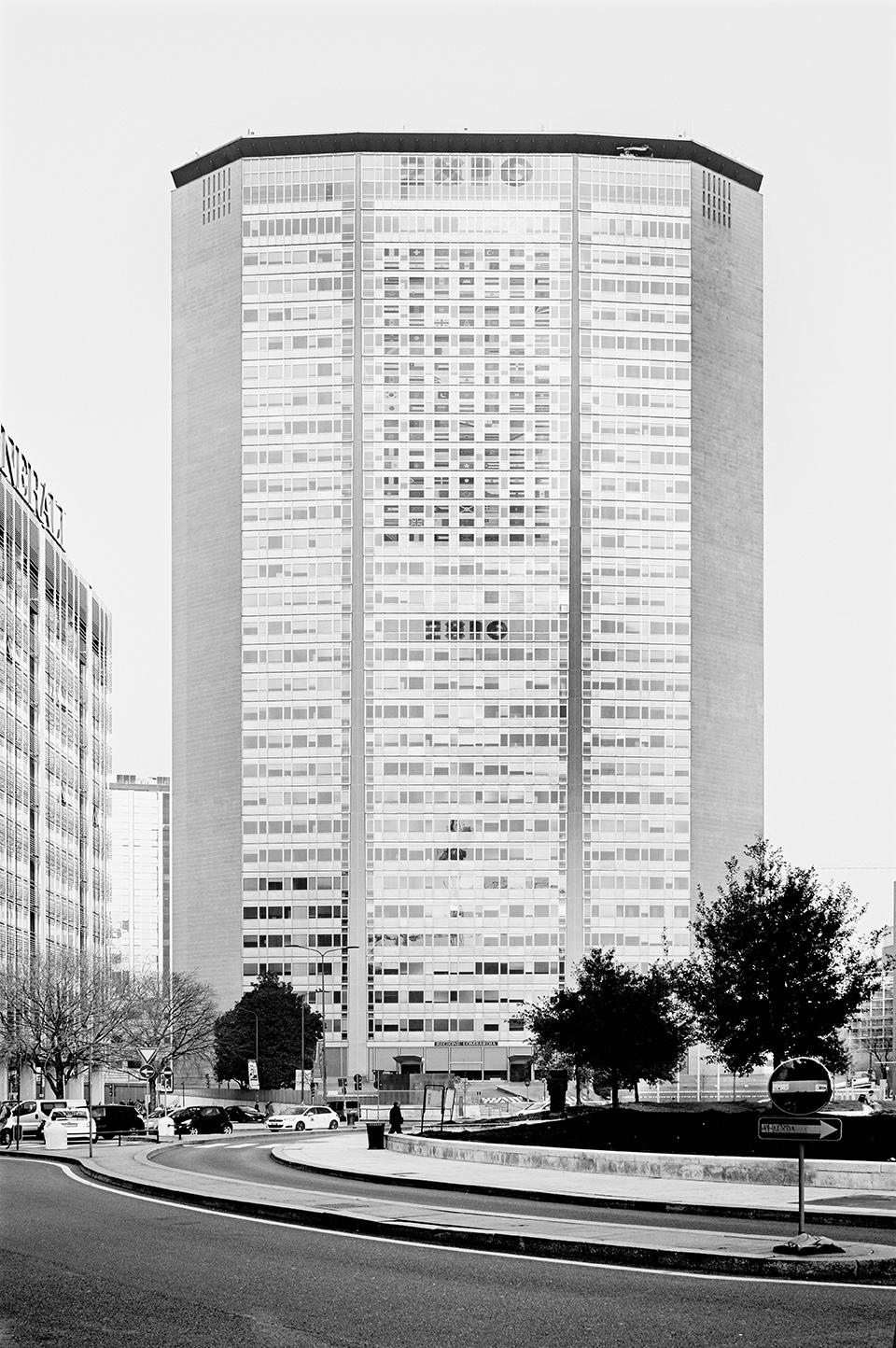 Gio Ponti e collaboratori, Torre Pirelli, Milano (1956-1960) © Daniele Zerbi