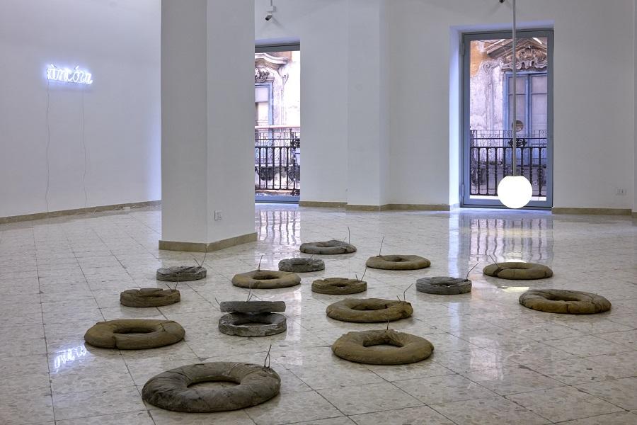 Liliana Moro - àncóra - veduta della mostra presso la Francesco Pantaleone Arte Contemporanea, Palermo 2015 - photo G. D'Aguanno