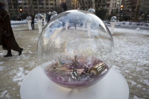 Paula Hayes, Gazing Globes