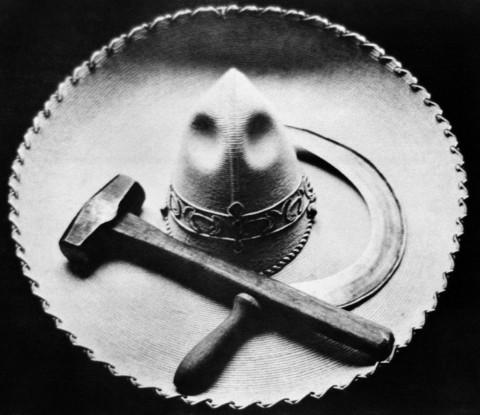 Tina Modotti, Falce, martello e sombrero, Messico, 1927, ca.