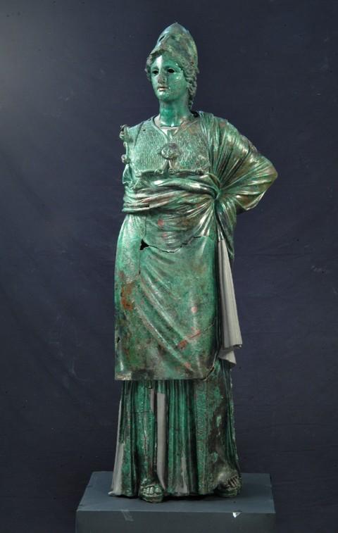 Atena (Minerva di Arezzo). 300-270 a.C.; bronzo, rame; cm 155 x 50 x 50. Firenze, Museo Archeologico Nazionale, inv. 248