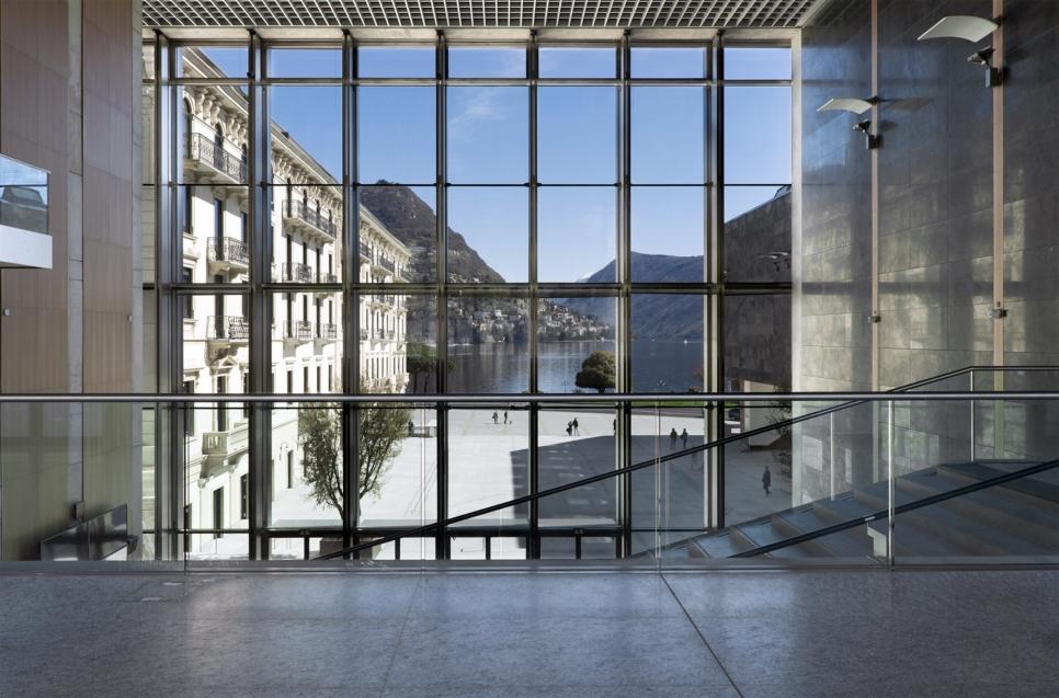 LAC Lugano Arte Cultura - Vista della piazza dalla Hall - © LAC 2015 – Foto Studio Pagi