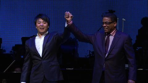 Lang Lang e Herbie Hancock nel concerto a quattro mani all'O2 World Stadium di Berlino nel 2012