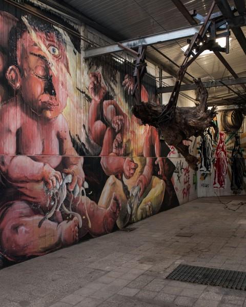 MAAM - Corridoio d'ingresso dei maiali con l'opera Mondo n'Uovo di Leo - photo Giuliano Ottaviani