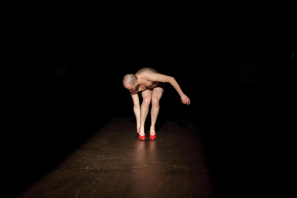 Nicola Ruben Montini, Tip-Tap, 2013, Corpo Festival di Arti Performative, Pescara, photo Silvia Mariotti, Courtesy Galleria Massimodeluca, Mestre
