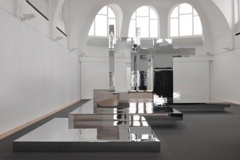 Olaf Nicolai, Faites le travail qu'accomplit le soleil, 2010, Ausstellungsansicht / exhibition view, Kestnergesellschaft, Hannover Photo: © Uwe Walter, Berlin; VG Bild-Kunst, Bonn, 2014 Courtesy Galerie EIGEN + ART Leipzig/Berlin