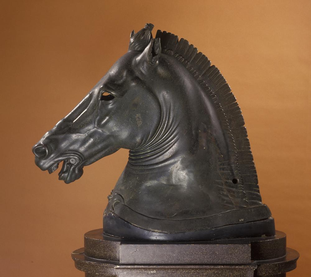 """Testa di cavallo detta """"Medici Riccardi"""". Seconda metà del IV secolo a.C., bronzo, cm 81 x 95 x 40. Firenze, Museo Archeologico Nazionale, inv. 1639"""