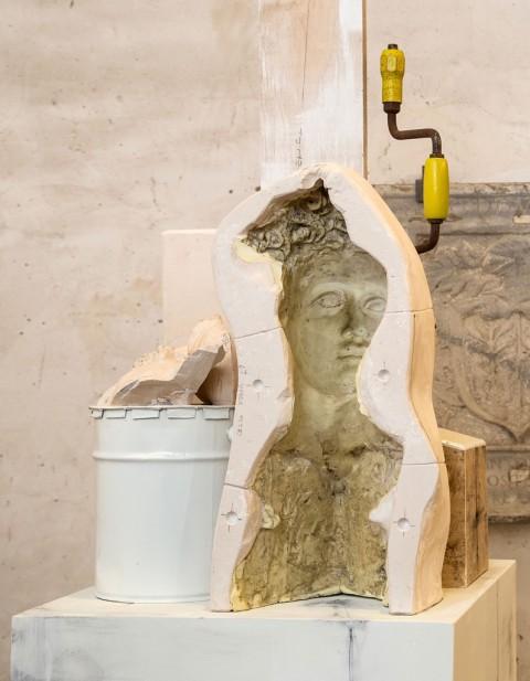 Vincenzo Rusciano, Passaggio #2, 2014, jesmonite, legno, ferro, lattice, vernice, grafite (particolare) - photo Danilo Donzelli