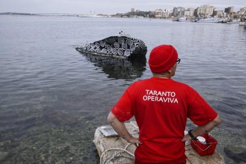 Alessandro Bulgini, Decoro urbano su relitto in Mar Piccolo (Taranto Opera Viva, 2015)